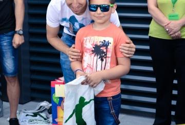 """1 юни на стадиона с рисунки на тема """"Детска усмивка за шампиони"""""""