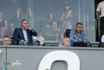 Домусчиев: Отблъскващо е ЦСКА и Левски да си плащат, за да има публика