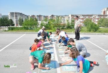 """Конкурс рисунка на асфалт на тема """"Детска усмивка за шампиони"""""""