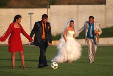 "Младоженци си биха дузпи на терена на ""Лудогорец"""