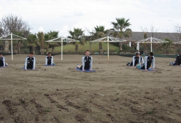 Йога на плажа за Лудогорец (ВИДЕО)