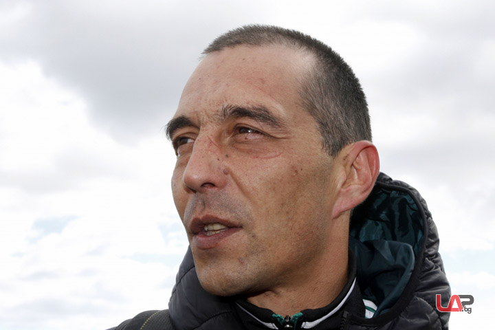 Петричев скочи с парашут